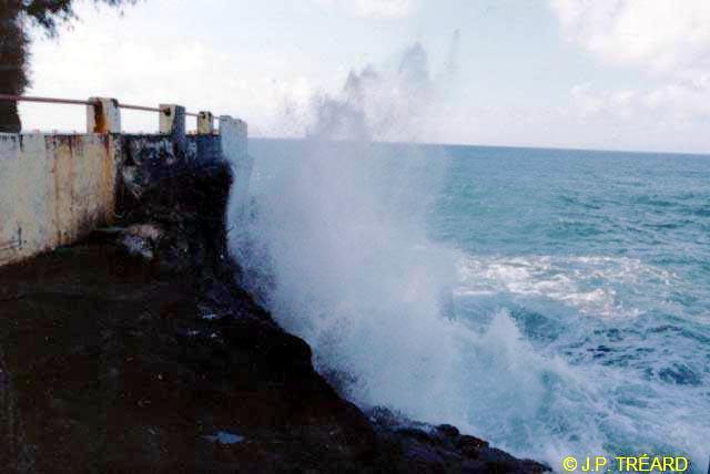[Tahiti] Il n'y avait pas que le front de mer a Tahiti - Page 2 Troudusouffleur